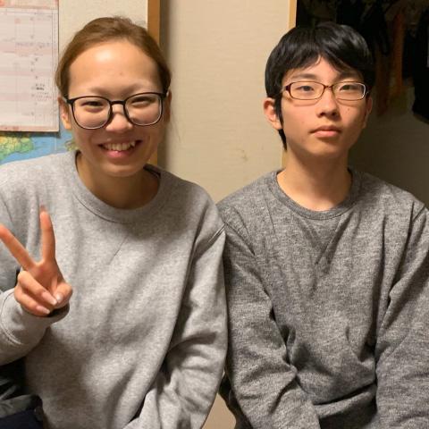卒業インタビューの生徒さんや先生の写真