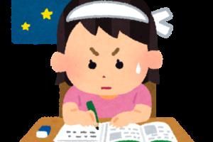 夜勉強を頑張る女の子の図